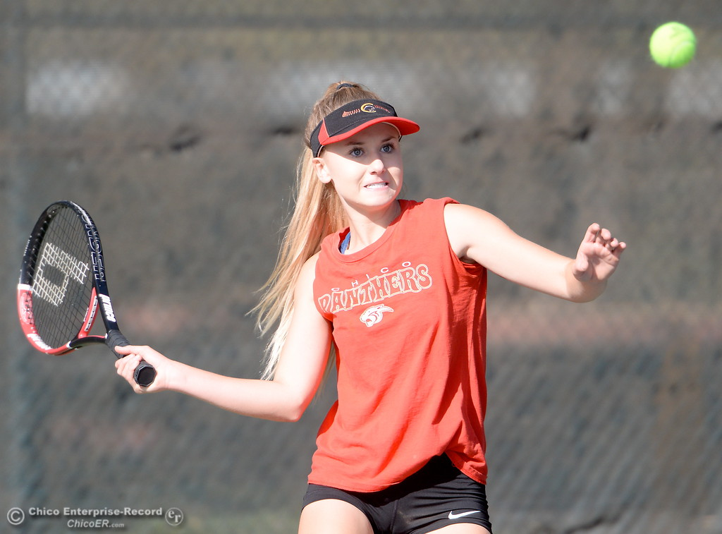 . Chico\'s Avery Smith battles PV\'s Daisey Ferris during Chico vs Pleasant Valley girls tennis at Community Park in Chico, Calif. Thurs. Sept. 21, 2017. (Bill Husa -- Enterprise-Record)
