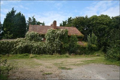 Courtesy of Lost Pubs Project,this shows the pub very overgrown indeed.