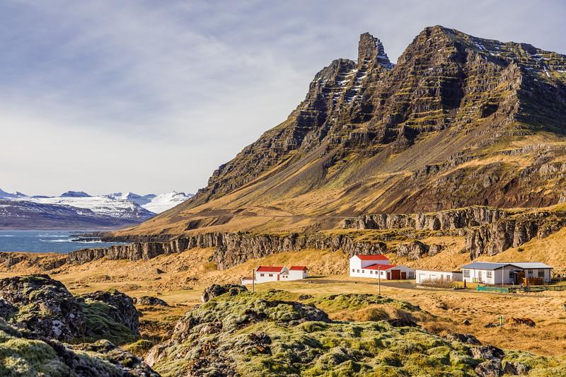 Iceland-Breiðdalshreppur-Coastal farm