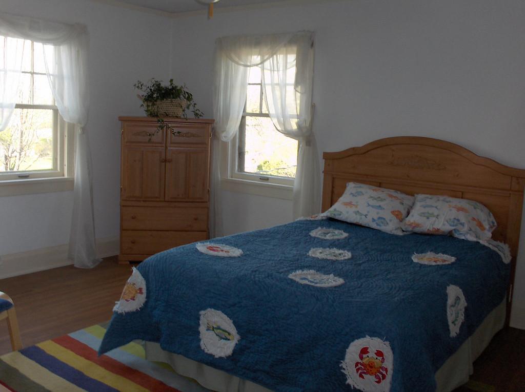 Elliott's Big Boy Room - before starting