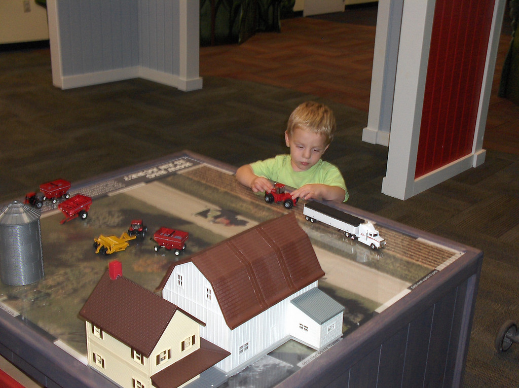 Soren at the Discovery Center