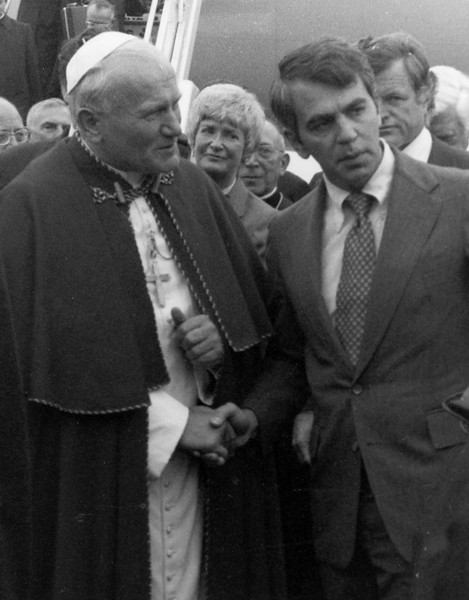 Photograph of Paul Tsongas greeting Pope John Paul II at Logan Airport