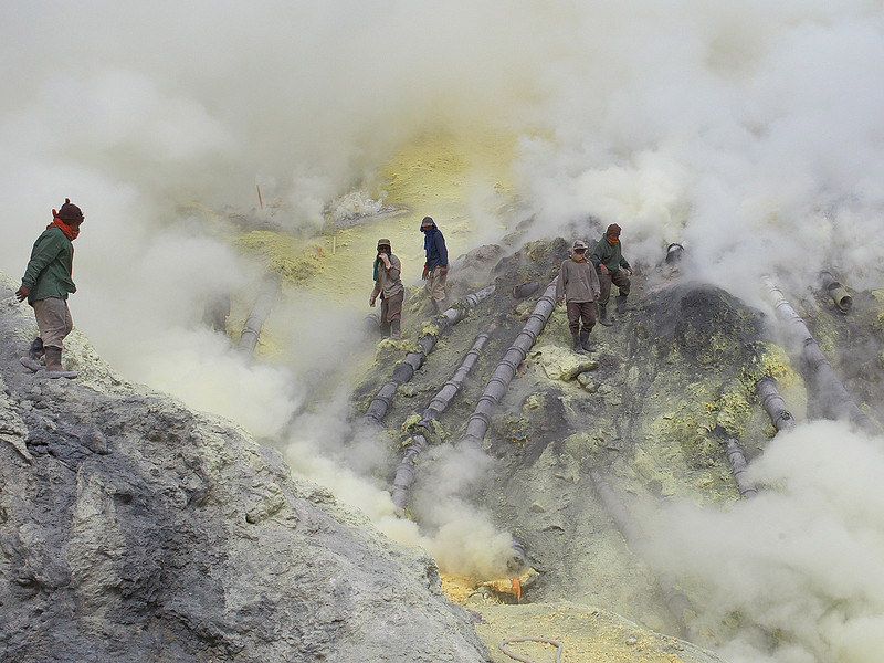 A break in the smoke reveals the workers on the fumarole.  They are usually lost in the smoke when they have to close their eyes and stay still till the smoke clears.