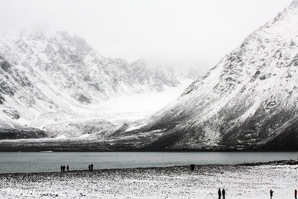 冰球:北极海岸的海浪