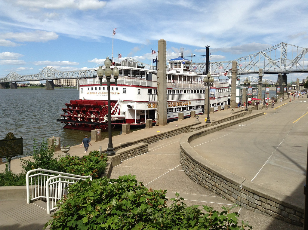 The final afternoon of the reunion was a luncheon cruise on the 'Belle of Louisville' on the Ohio river. This historic river steamboat is the last authentic vessel of its type operating in the USA.