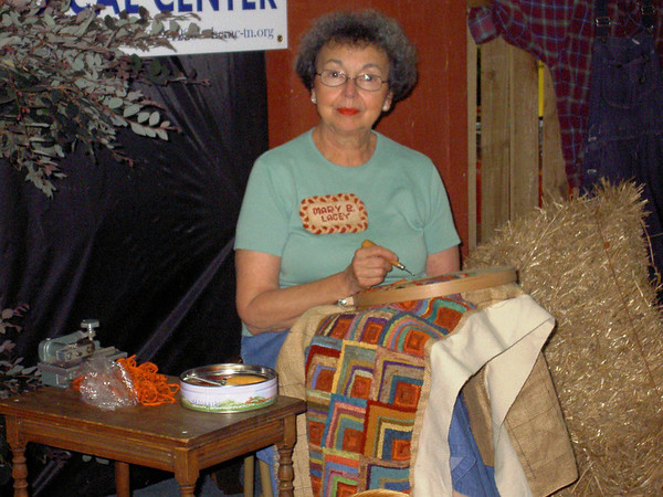 Mary giving rug hooking demo at Henry County Fair