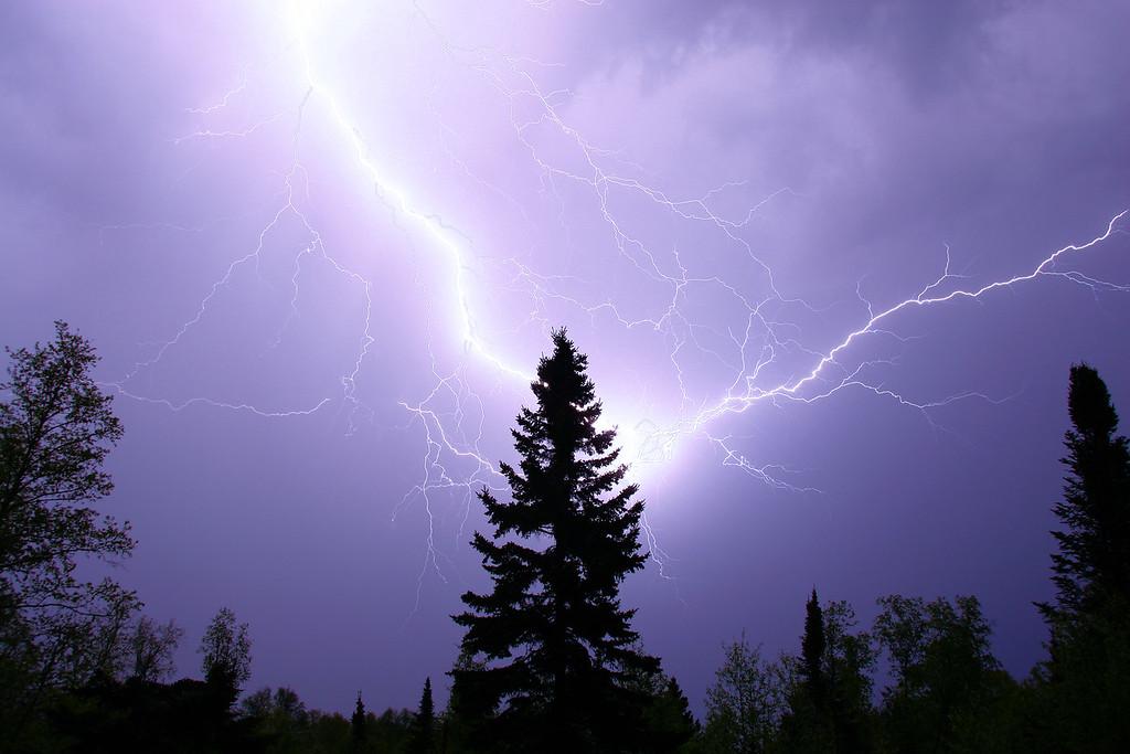 "LIGHTNING 3913<br /> <br /> ""Electric Arc"""