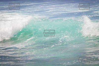 Lahaina Surf Waves - Maui Hawaii