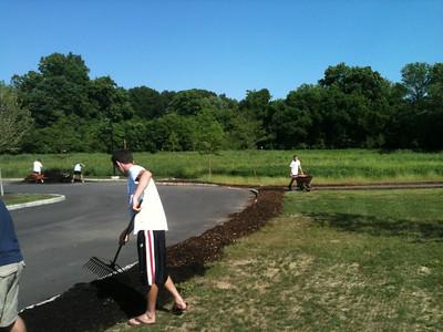 2012-05-29 Volunteers Mulch