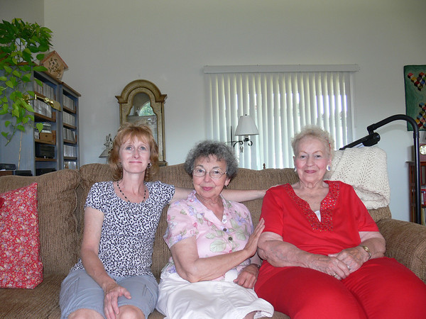 Mary with Rachael Gruss (L) and Joanna Lacey