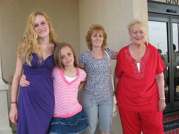 L >> R - Rachael and Julia with Mother Lisa Gruss and Grandmother Joanna Lacey