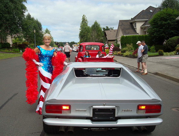 Being the 4th of July the first thing to do was enter the car in the neighborhood parade!