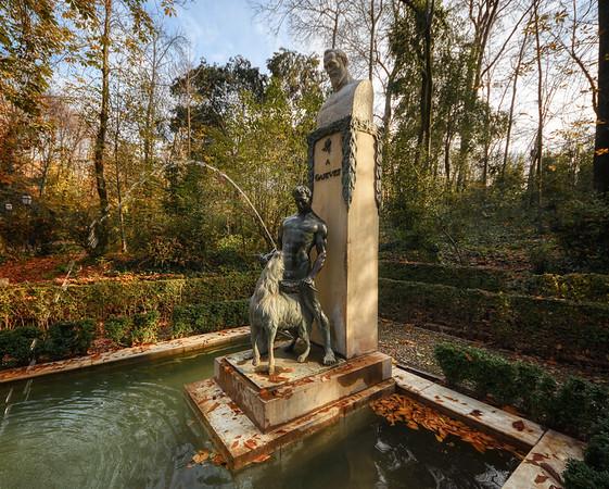 A Ganivet Monument