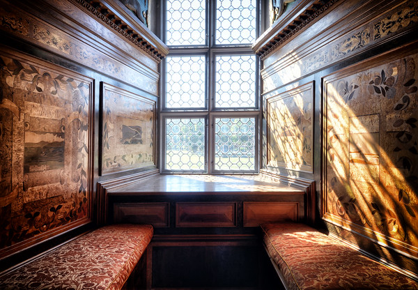 Intarsia Booth Shadows