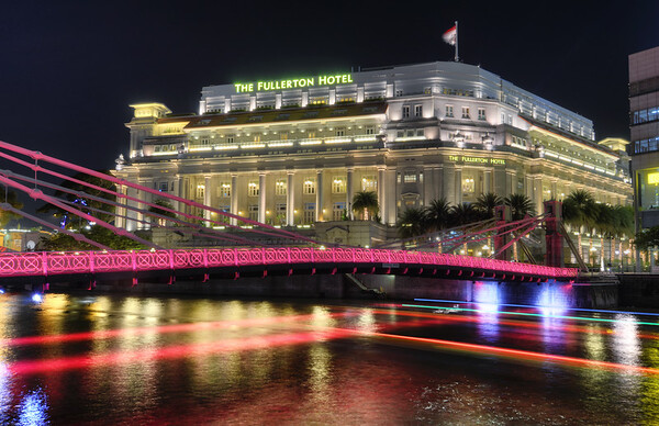Fullerton Hotel Night