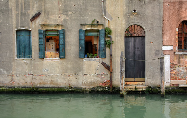 A Canal Home