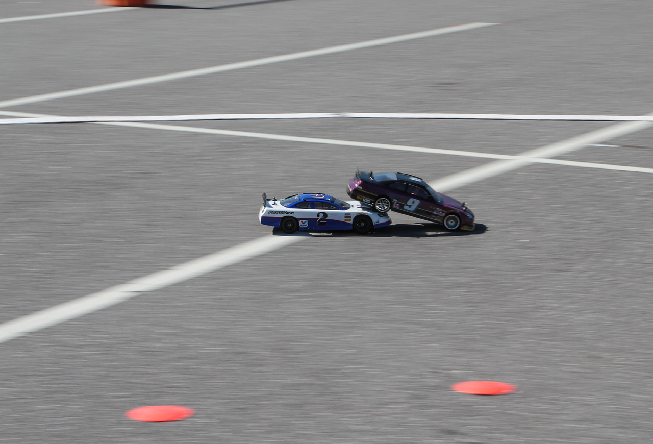 """My favorite capture of """"bump drafting"""" RC style!!!!!"""