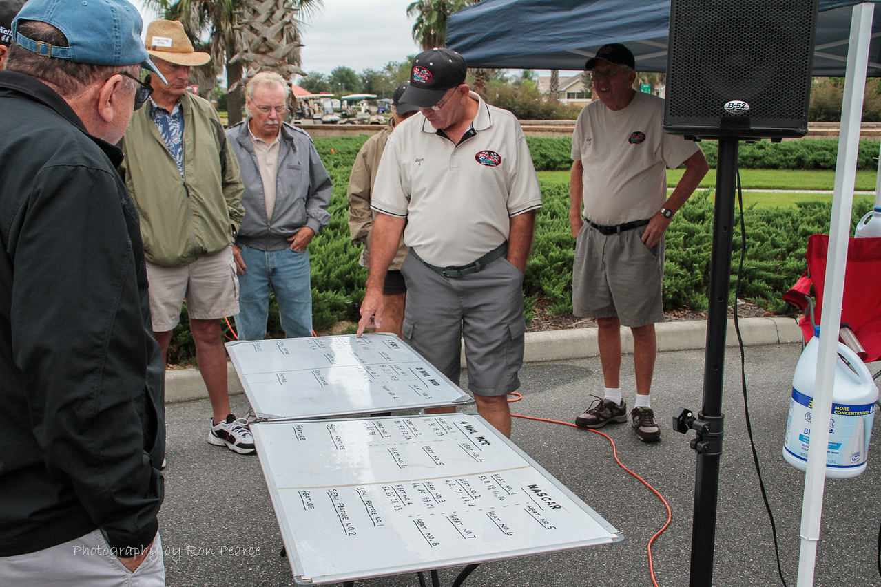 Drivers meeting has the club president, Dave Allen going over the line-up and rules for the day.