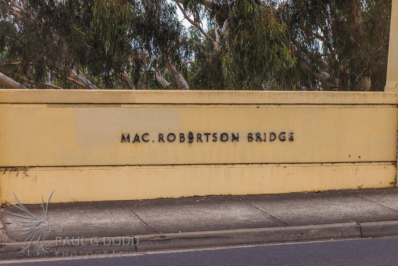 MacRobertson Bridge, Toorak/Burnley
