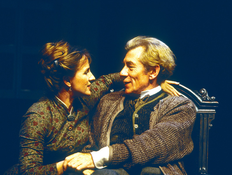 'An Enemy of the People' Play performed in the Olivier Theatre, National Theatre, London, UK 1997 ©Alastair Muir An Enemy of the People 2