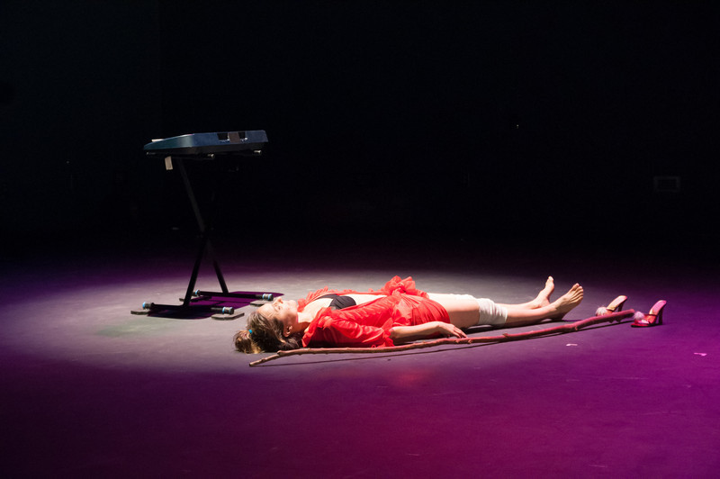 """on est déshabillé"" (A Comedy About Death) created and performed by Eliza Ladd at the Berkshire Fringe. With Will Barnet, Debra Disbrow, Edward Gormley, Ian Smit, and Cassandra Weston. Photo by Enrico Spada."