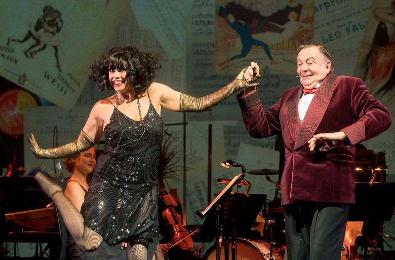 'Weimar Cabaret' Cabaret performed by Barry Humphries and Meow Meow at the Barbican Theatre, London, UK