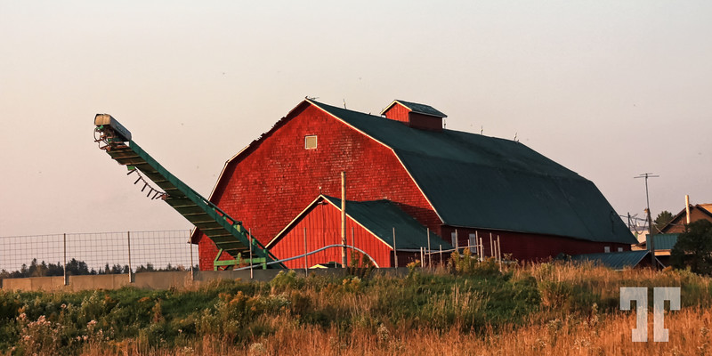 Red barn in Quebec