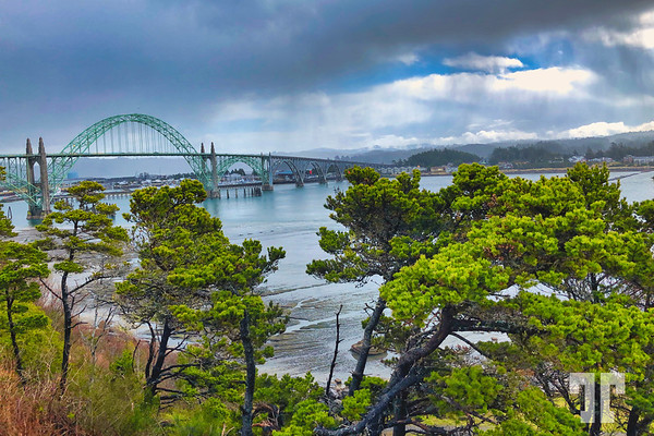 Yaquina-Bay-state-park-Oregon-bridge-LU