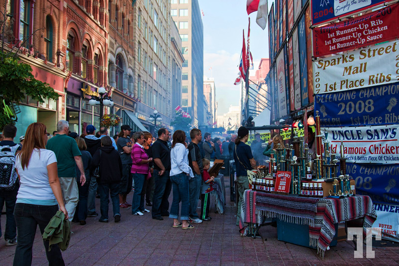 June 29, 2010<br /> <br /> The BBQ festival on Sparks street Ottawa Canada - general view. Ottawa<br /> (aa)