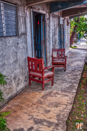 old-chairs-boquete-street