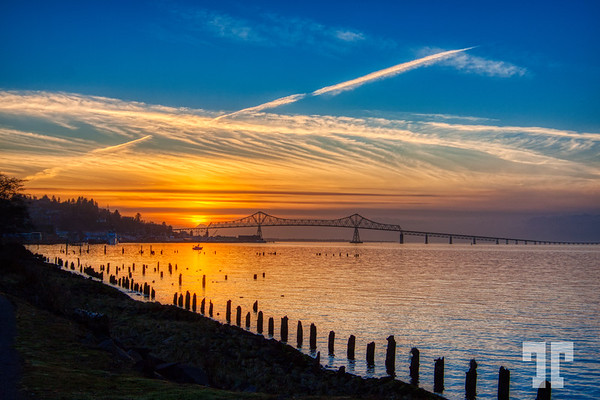 sunset-columbia-river-astoria-oregon