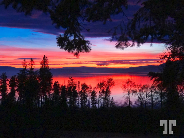 Flathead-National-Forest-lake-sunset-november