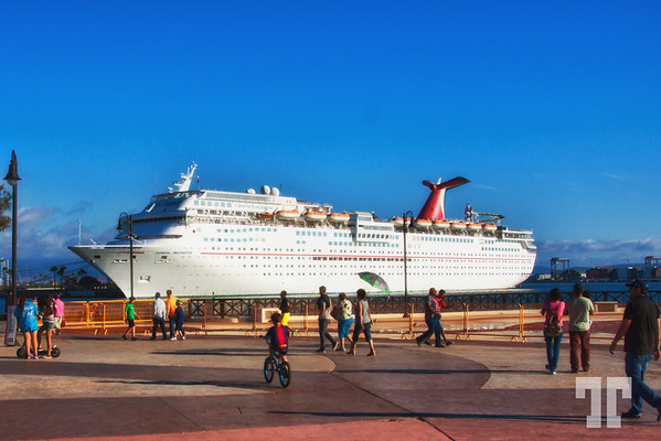 cruise-ship-ensanada-harbor-bc-mexico