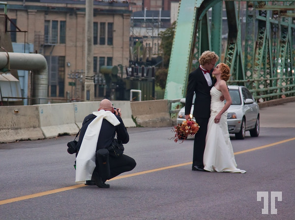 October 4, 09  Wedding in Quebec  Yesterday, while crossing Ottawa river which separates Ottawa city from Gatineau (Quebec), I saw this scene in the middle of the bridge, and took the shot through the windshield :)  * - Outside temperature: 15° C ( 59° F)