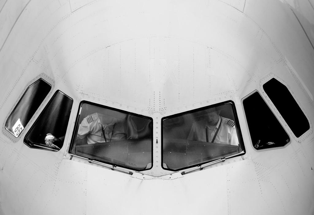 """Airbus A319, London Gatwick<br><span style=""""font-size:75%"""">©Yangchen Lin</span>"""
