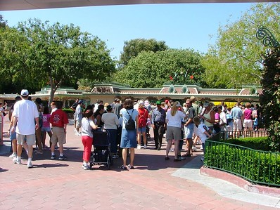 Folks lining up to get into Disneyland at 2:50 PM on a Thursday