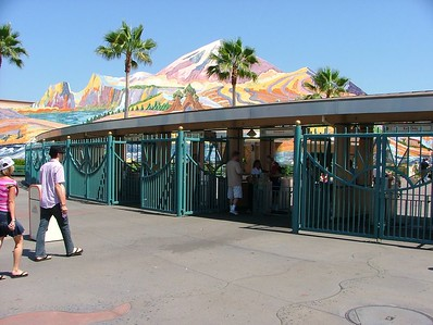 No folks in line to get into DCA at 2:50 PM