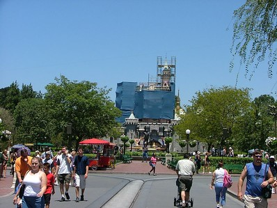 The Castle has added more scaffolding and tarps....