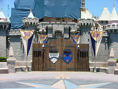 """""""Artwork"""" has been added to the front refurb fence"""