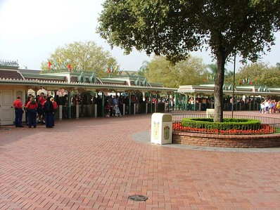 9:30 AM and the gates have not yet been open for guests