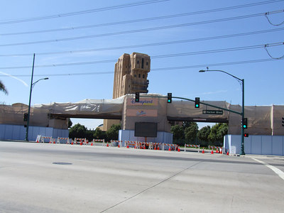 Work Continues on the Harbor Blvd Entrance