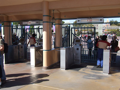 Mor new turnstile monitors, this time at DCA