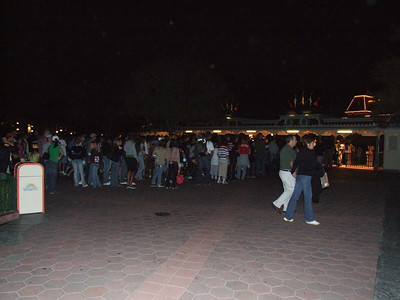 Long lines to enter the park