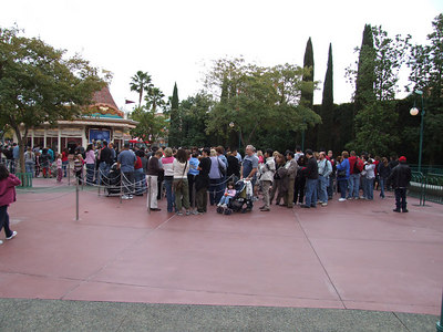 Long lines to buy tickets