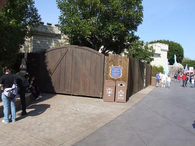 The restrooms near the Matterhorn, behind the castle