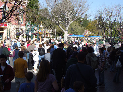 People waiting for Rope Drop