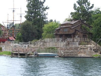 The refurb walls have been removed from the Fantasmic! Stage, also, the Mark Twain was out and about...