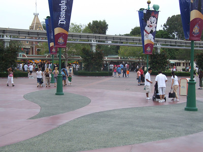 Got to the park early (around 9:15 AM) today to take shots of the Cheetah Girls crowds and related events
