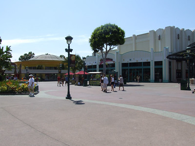 Gee, is this really the 4th of July, pretty quiet at DtD around 10:30 AM