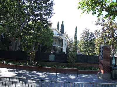 Haunted Mansion is getting ready for the Holiday version